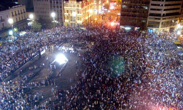 Πλατεία Ομονοίας: Διαχρονικός τόπος πανηγυρισμών (videos+photos)