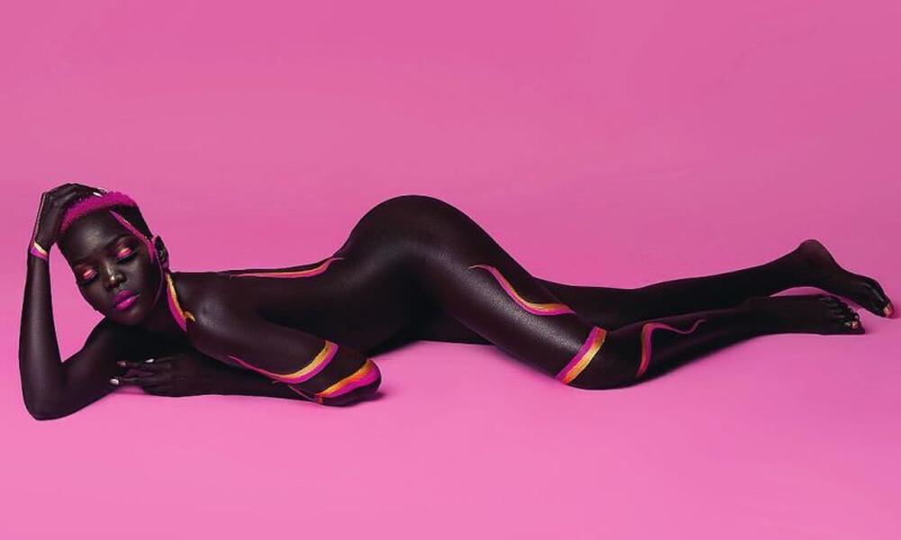«Κόλαση»! Το μοντέλο που αποκαλείται «Βασίλισσα του σκότους» θα σε τρελάνει (videos+photos)