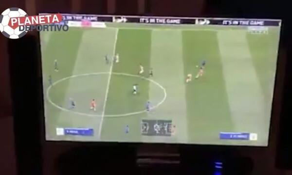 ΕΠΟΣ: Πρόεδρος ομάδας σπάει την τηλεόραση για γκολ στο FIFA! (video+photos)
