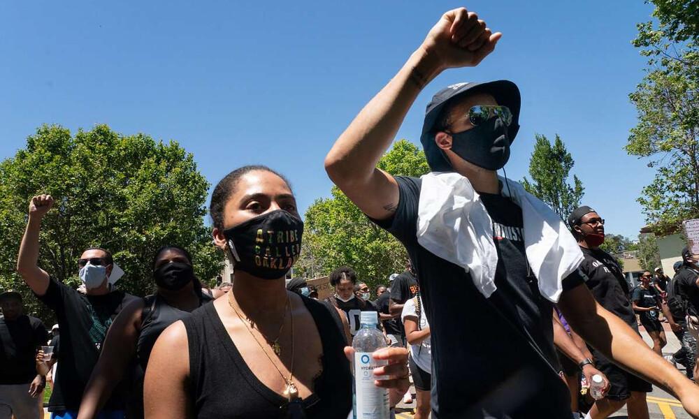 NBA: Ο Κάρι και άλλοι άσοι των Ουόριορς σε αντιρατσιστική πορεία (photos+video)
