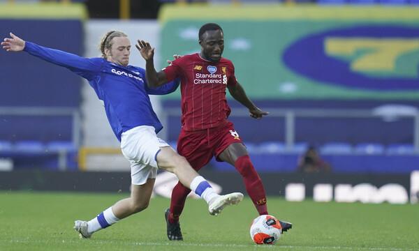 Premier League: Μοιρασιά στο ντέρμπι, ακουμπάει το πρωτάθλημα η Λίβερπουλ (video)