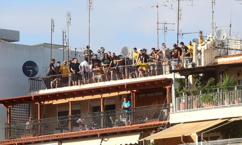 Άρης-ΑΕΚ: «Τρελάθηκαν» και ανέβηκαν σε ταράτσες και... μπαλκόνια! (photos&video)