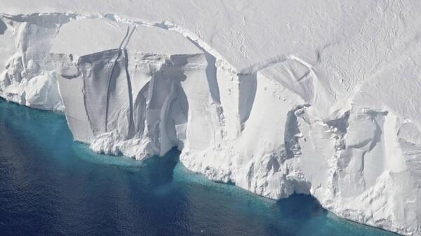 Γιατί οι επιστήμονες ανησυχούν τόσο για τον «Παγετώνα της Αποκάλυψης» στην Ανταρκτική