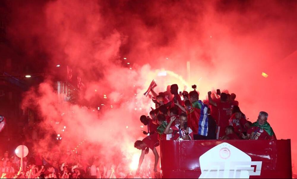 Ολυμπιακός: Στις… φλόγες ο Πειραιάς - Πάρτι πρωταθλητών στο Πασαλιμάνι (photos+videos)