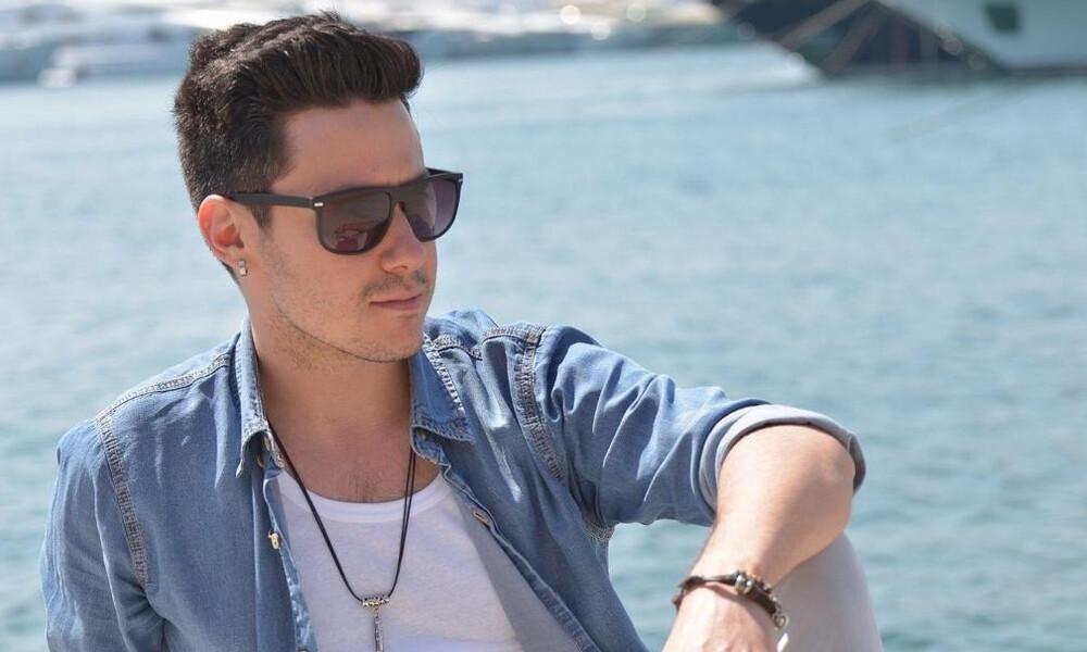 Αλέξανδρος Τσαπράζης: Μόλις κυκλοφόρησε το νέο του τραγούδι «Ζήσε τη στιγμή» (video)