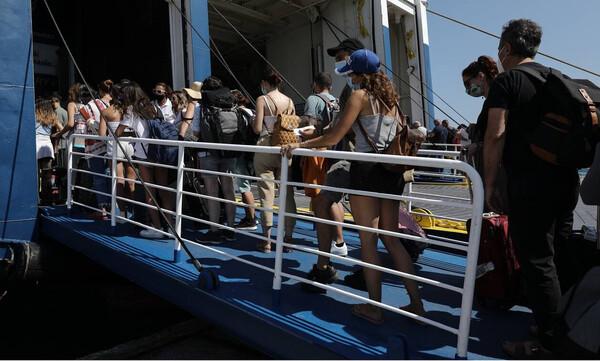 Κορονοϊός - Πέτσας: Υποχρεωτική χρήση μάσκας και στους εξωτερικούς χώρους των πλοίων