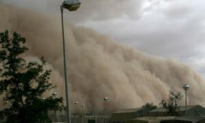 Τεράστια αμμοθύελλα «έπνιξε» σε ελάχιστο χρόνο ολόκληρο χωριό (video)