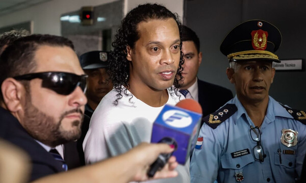 Τελειώνει η «περιπέτεια» του Ροναλντίνιο στην Παραγουάη