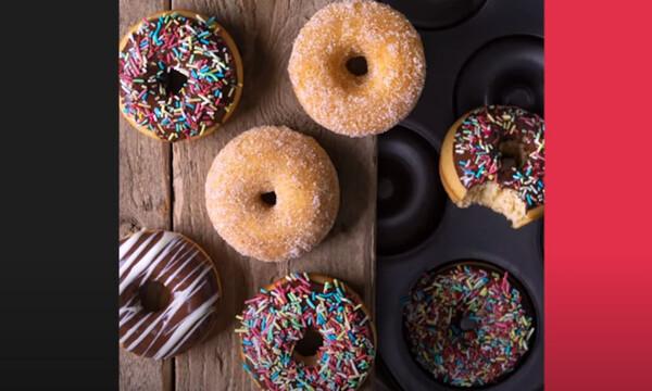 Άκης Πετρετζίκης: Mini donuts φούρνου
