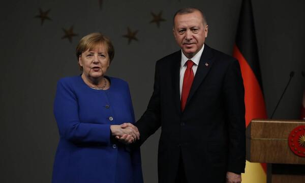 Ελληνοτουρκικά: Ο Ερντογάν τηλεφώνησε στην Μέρκελ για τις εξελίξεις στην αν. Μεσόγειο