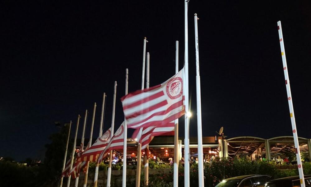Μεσίστιες οι σημαίες στα γραφεία της ΠΑΕ Ολυμπιακός… (photos)