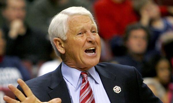 Θρήνος στο NCAA: «Έφυγε» Hall of Famer προπονητής (photos)