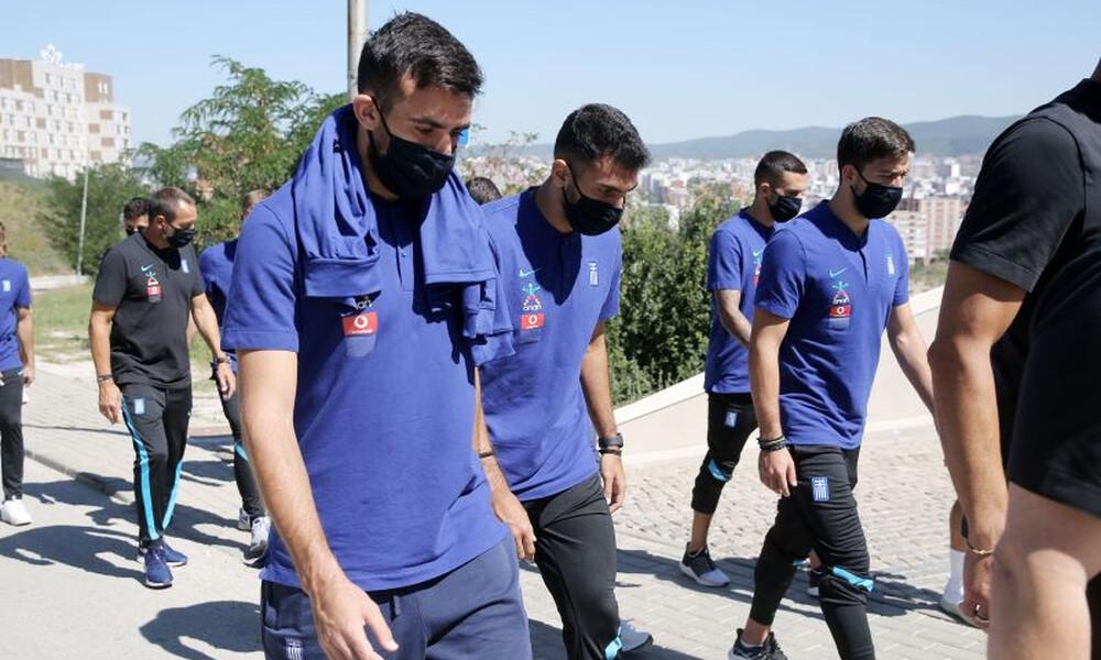 «Κόλλησαν» στην Αθήνα επτά παίκτες της Εθνικής!