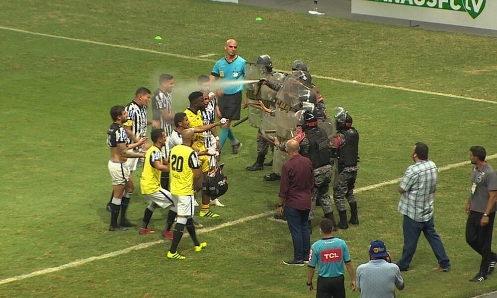 Παίκτες διαμαρτυρήθηκαν στον διαιτητή και η αστυνομία τους… ψέκασε (photos+video)