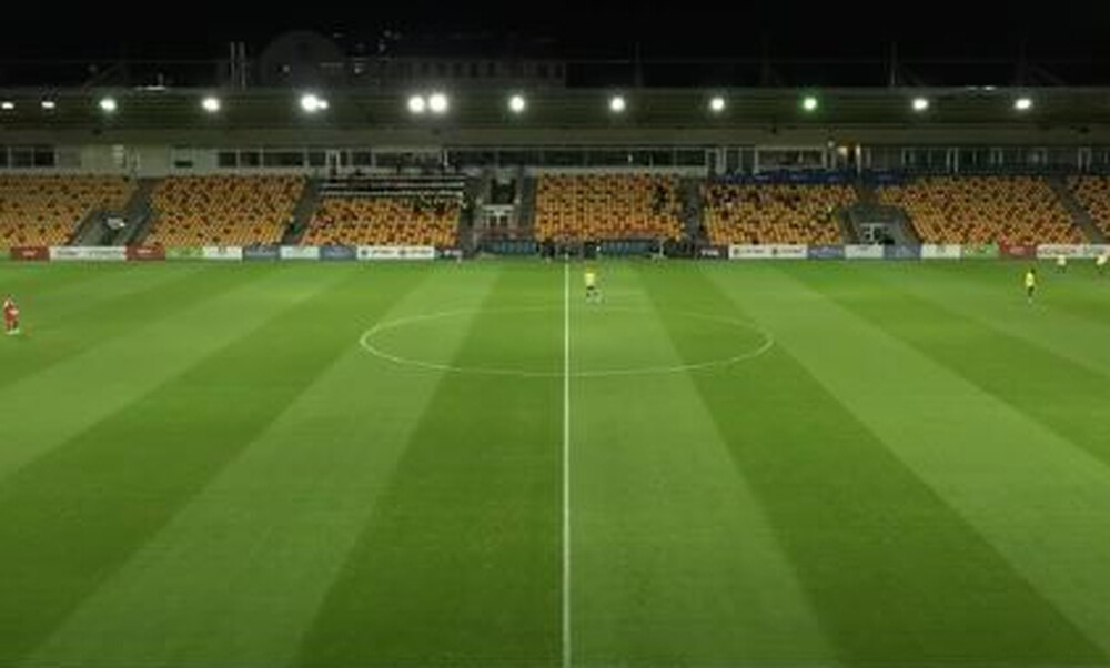 Μυθικά πράγματα στο Europa League: Λάμπα έσπασε και έπεσε στον πάγκο ομάδας (video+photos)