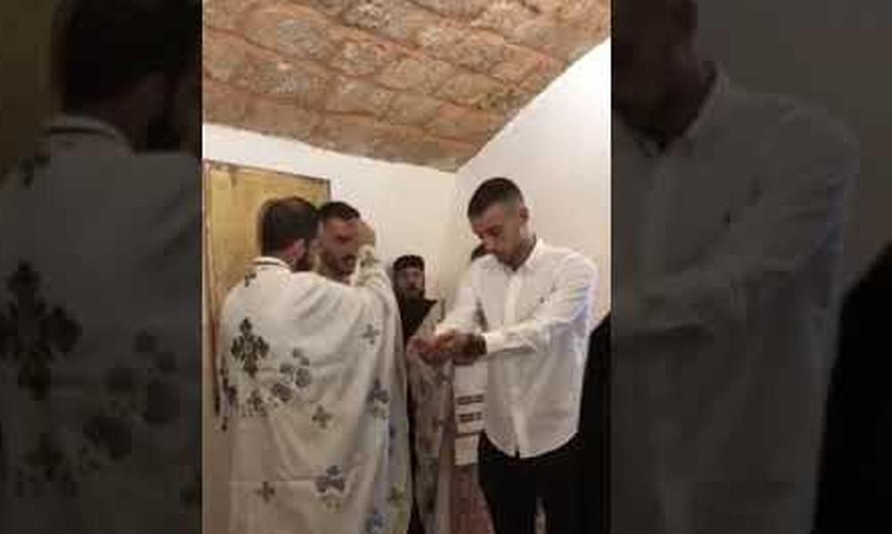 Έλληνας ποδοσφαιριστής βάπτισε πρώην συμπαίκτη του (video)