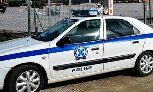 Τρίκαλα: Σάλος με 60χρονο επιδειξία - Δεν σταμάτησε ούτε μπροστά στους αστυνομικούς (vid)