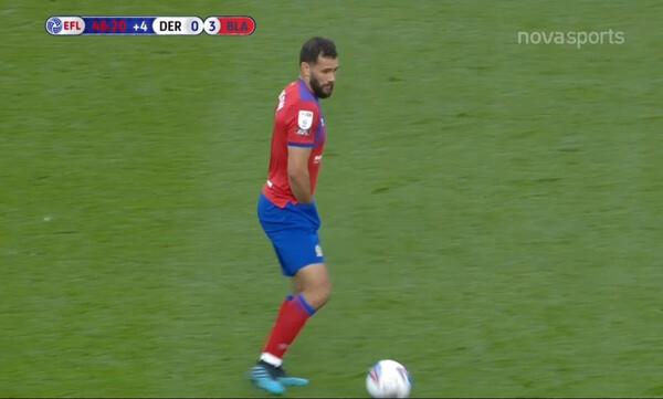 Έπος: Παίκτης έπαιζε με το χέρι ΜΕΣΑ από το σορτσάκι του (video+photos)