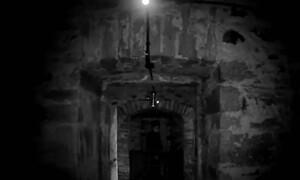 Ανατριχίλα: Έστησαν κάμερα σε κελί που είχε κρεμαστεί μάγισσα - Δείτε τι κατέγραψαν