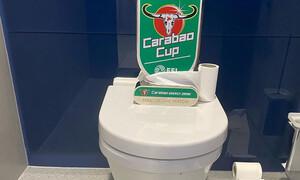 Ο Ντάιερ τρολάρει τον Μουρίνιο και έβγαλε MVP μια… λεκάνη τουαλέτας! (photo)