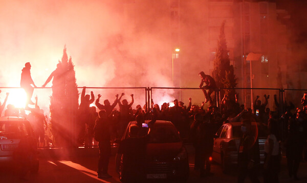 AEK-Βόλφσμπουργκ: «Κάηκε» το ΟΑΚΑ – Πανηγύρισαν με τον κόσμο τους οι «κιτρινόμαυροι» (videos+photos)