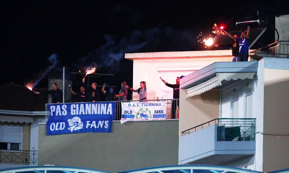 ΠΑΣ Γιάννινα - Ολυμπιακός: Άναψαν καπνογόνα στα… μπαλκόνια (photos+video)