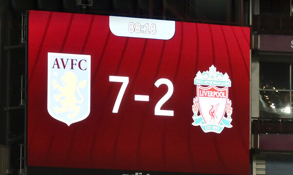 Premier League: Επτάρα η πρωταθλήτρια μετά από 67 χρόνια και υποβιβασμός Λίβερπουλ! (video)