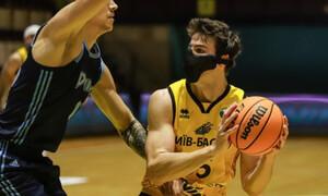 Κορονοϊός: Έπαιξε με μάσκα και έγραψε ιστορία (photos+video)