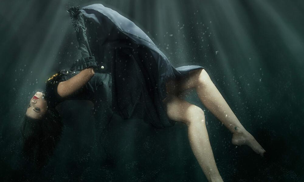 Εντυπωσιάζουν οι υποβρύχιες λήψεις της Τζένης Καζάκου (photos)