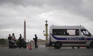 Συναγερμός στο Παρίσι: Άνδρας επιτέθηκε με μαχαίρι σε αστυνομικούς