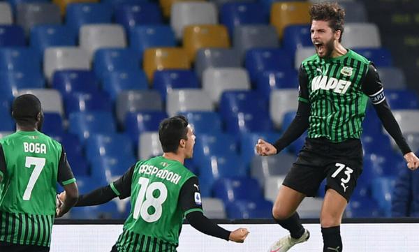 Serie A: Άλωσε τη Νάπολι η Σασουόλο, επική ανατροπή από 3-2 στο 94' η Λάτσιο (videos)