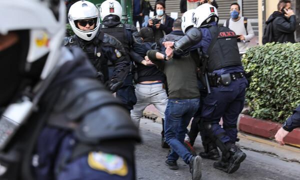 Πολυτεχνείο: Επεισόδια στο κέντρο της Αθήνας - Επιχείρηση διάλυσης της συγκέντρωσης (pics)