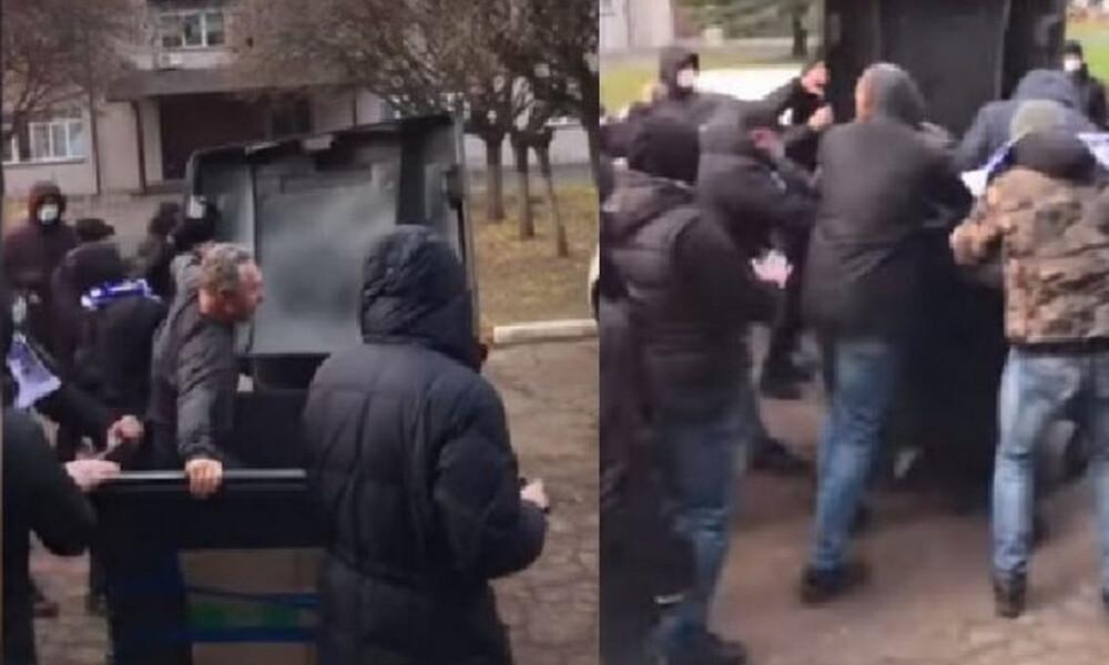 Απίστευτο περιστατικό: Οπαδοί πέταξαν στα σκουπίδια υπεύθυνο γηπέδου (video+photos)