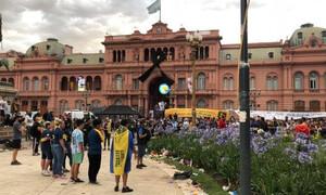 Ντιέγκο Μαραντόνα: Συγκλονιστικές στιγμές στο λαϊκό προσκύνημα (photos+video)