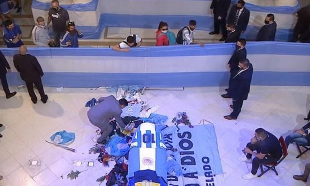 Ντιέγκο Μαραντόνα: «Εγκληματική ηλιθιότητα των υγειονομικών αρχών»