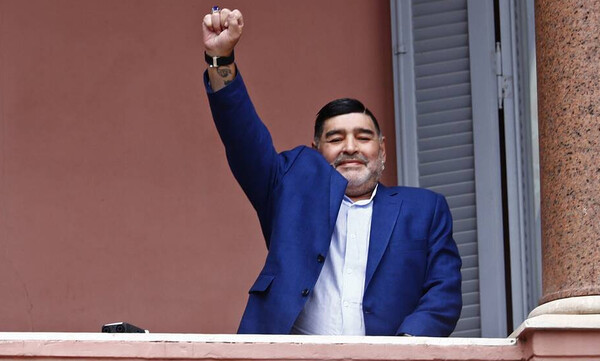 """Ντιέγκο Μαραντόνα: Το δικό τους """"αντίο"""" στον Θεό του ποδοσφαίρου είπαν οι Έλληνες αθλητές βόλεϊ"""