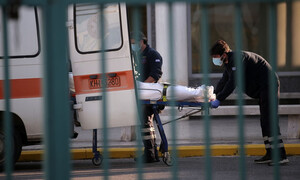 Κρούσματα σήμερα: «Κόλαση» με 608 διασωληνωμένους, 99 θανάτους και 2.018 νέες μολύνσεις