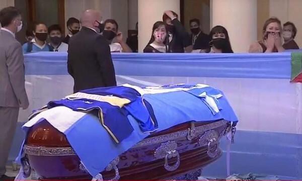Κηδεία Μαραντόνα: Πότε θα γίνει και πού θα είναι η τελευταία του κατοικία (photos)