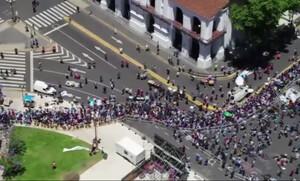 Ντιέγκο Μαραντόνα: Απίστευτες εικόνες από τα επεισόδια στο λαϊκό προσκύνημα