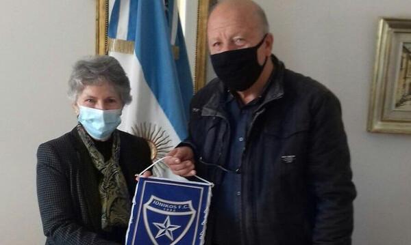 Ιωνικός: Στην πρεσβεία της Αργεντινής για τον Μαραντόνα