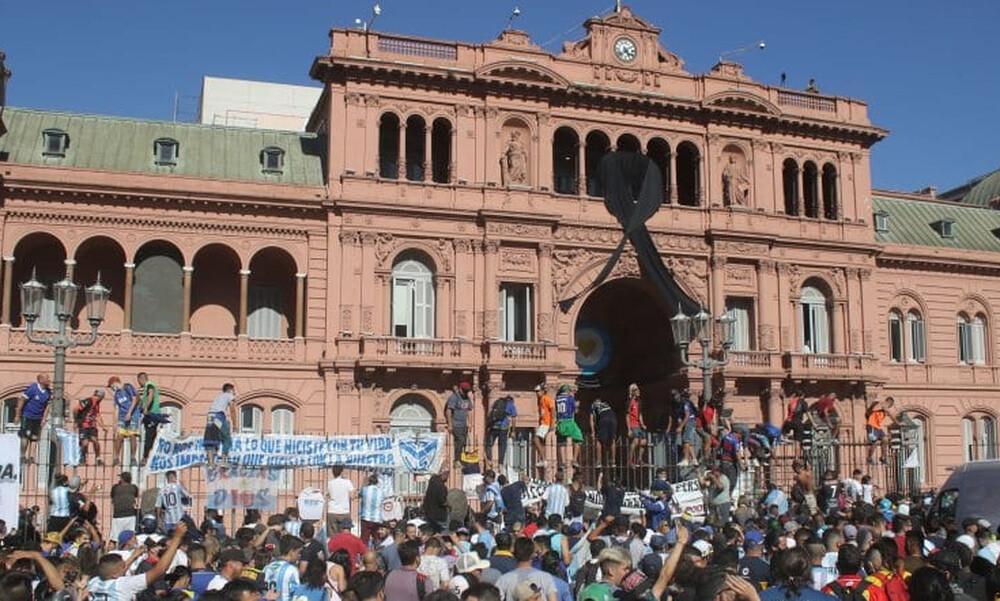 Ντιέγκο Μαραντόνα: «Υπερβολική χρήση δράσης» σύμφωνα με τον πρόεδρο της Αργεντινής! (Photos)