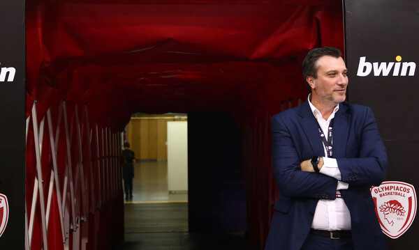 Ολυμπιακός: Ο Λεπενιώτης εξήγησε πως «θέλαμε να συμβάλουμε στον αγώνα κατά της πανδημίας»