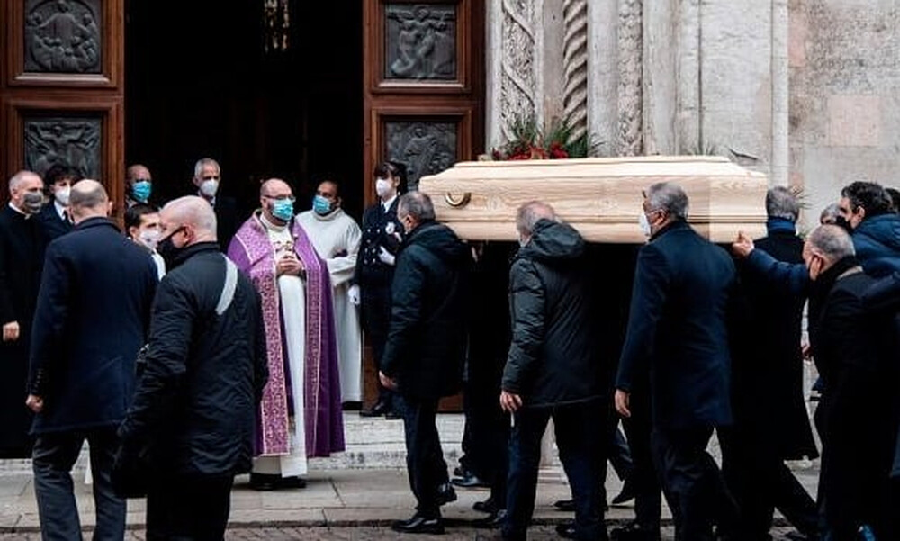 Ρόσι: Βεβήλωσαν την μνήμη του - Λήστεψαν το σπίτι του την ώρα της κηδείας (photos)