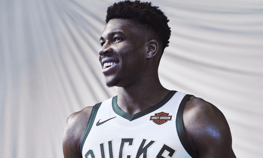 NBA: Επίσημο! Υπέγραψε νέο συμβόλαιο στους Μπακς ο Αντετοκούνμπο (photos)