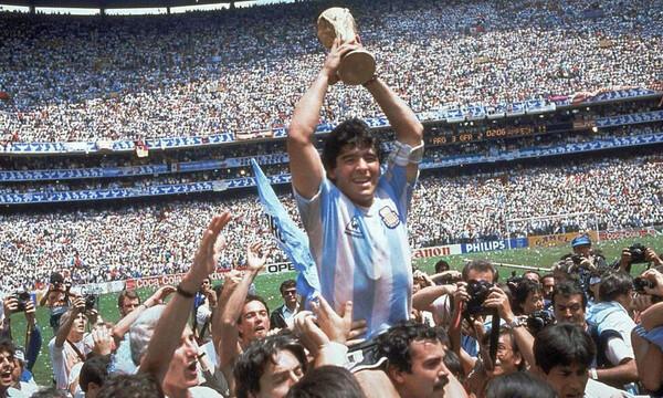Ανασκόπηση 2020: Ντιέγκο Μαραντόνα, το τέλος της ποδοσφαιρικής μαγείας κι ανεμελιάς (videos+photos)