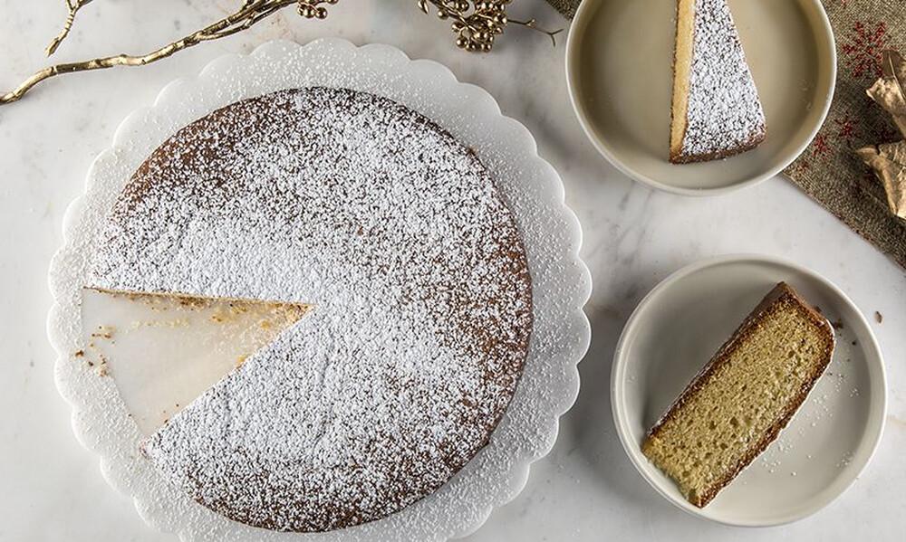Άκης Πετρετζίκης: Βασιλόπιτα κέικ