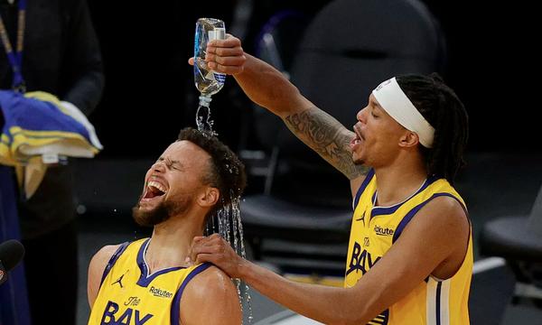 NBA: Μυθικός Κάρι - Σταμάτησε στους 62 και διέλυσε τους Μπλέιζερς (photos+video)