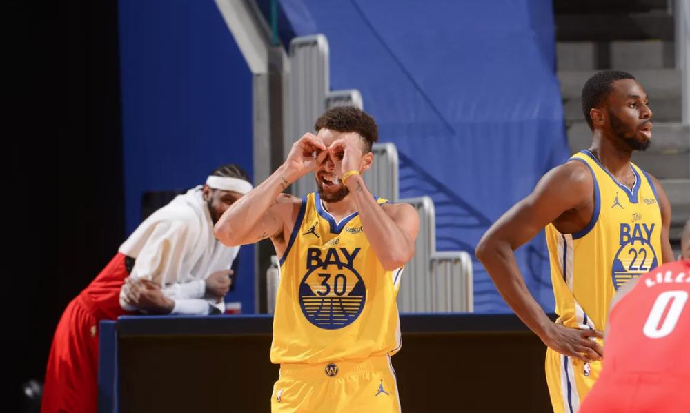 NBA: Η απίθανη εμφάνιση του Στεφ Κάρι (video+photos)