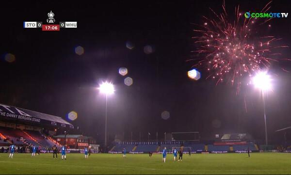 Κύπελλο Αγγλίας: «Καταιγίδα» πυροτεχνημάτων και διακοπή στο Στόκπορτ-Γουέστ Χαμ! (video+photos)