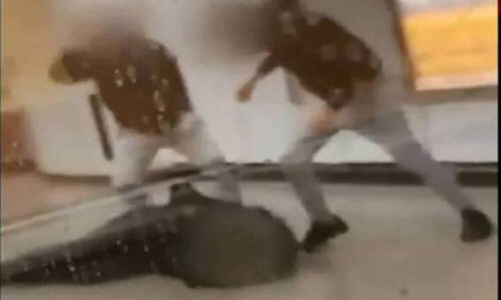 Βίντεο ντοκουμέντο: Καρέ - καρέ ο άγριος ξυλοδαρμός του σταθμάρχη του μετρό από αρνητές μάσκας